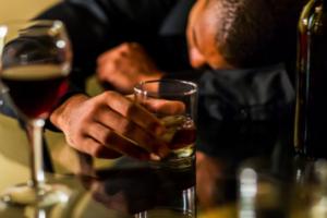 Ecco Come il consumo Eccessivo di Alcol Può Portare ad aumento Di Peso