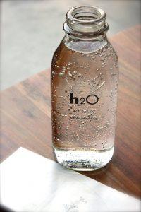 Bere molta acqua è più veloce, ma è, altresì, ridurre il peso!